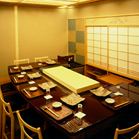Counter with chairs 9 seats in Tsubaki